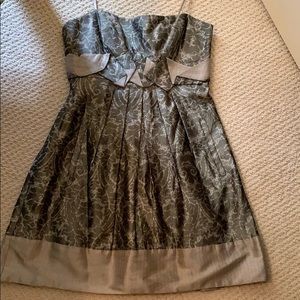 Gorgeous and flattering- and has pockets!
